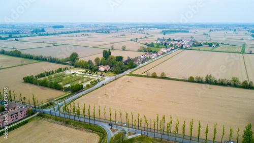 Fotografie, Obraz  Natura e paesaggio: vista aerea di un campo, campo arato, coltivazione, prato ve