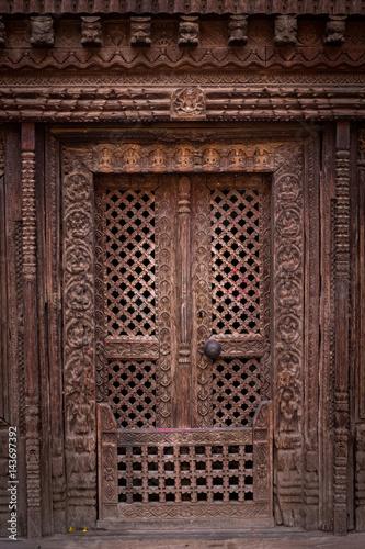 Ancient wooden Door in Temple Plakat