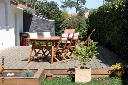 Façade De Maison Et Terrasse En Bois Exotique Buy This