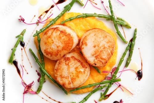 Obraz na płótnie Scallops, creatively arranged food on a white restaurant plate