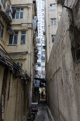 Poster Smal steegje narrow backstreet in Kowloon, Hong Kong
