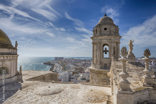 Leinwand Poster This bell tower and statues in the roof of the Cathedral of Cadiz, completed in