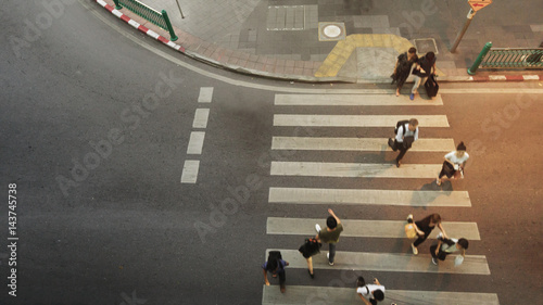 People walk on pathway pedestrian crosswalk of top view city street with silhoue Canvas-taulu