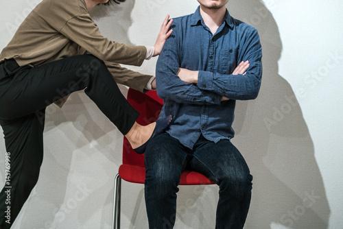 Valokuva 席を譲らない男性