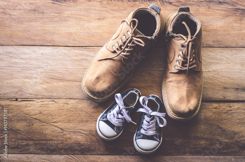 Obraz The shoes of father and son - concept takecare - fototapety do salonu