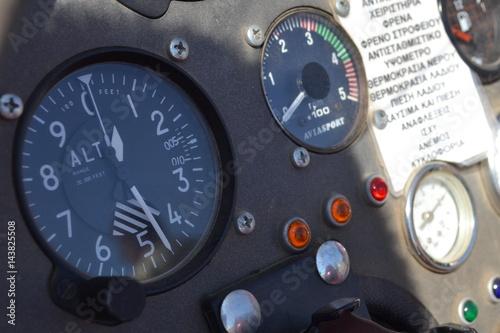 Türaufkleber Hubschrauber airplane speedometer dashboard