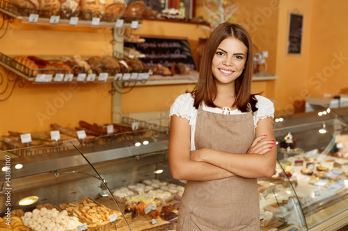 Cuadros en Lienzo Young woman posing in her bakery