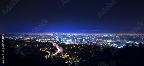 Photo  Los Angeles city skyline and highway 101 viewed from West Hollywood hills or hei