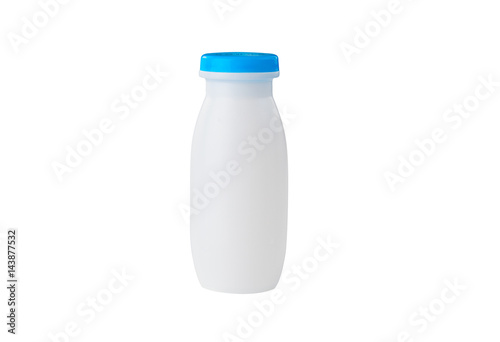 Tuinposter Zuivelproducten White bottle for dairy products isolated on white