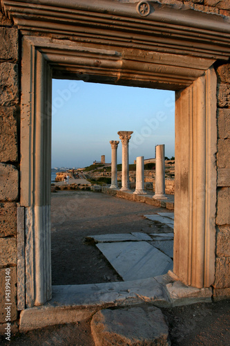 Foto op Aluminium Rudnes The ruins of the ancient Greek city Chersonesus at sunset in Sevastopol, Crimea