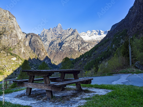 Photo  Tavolo da picnic nelle alpi