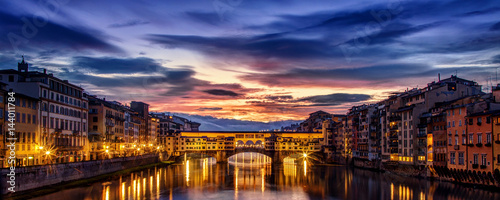 Foto auf Gartenposter Florenz Dramatic dawn over the Ponte Vecchio in Florence
