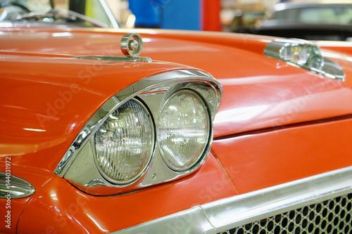 In de dag Vintage cars stylish front lights on an vintage American car