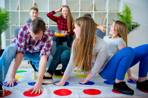 Friends playing twister Canvas-taulu