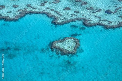Australia - Queensland - rafa serca w Wielkiej Rafie Koralowej zaczerpnięta z helikoptera
