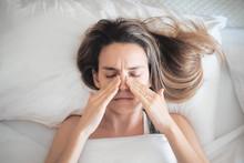 Donna Con Sinusite O Allergia, Rinite