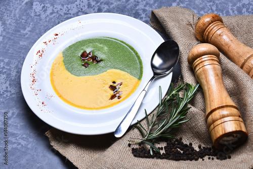 Plakat zupa szpinakowo-dyniowa z rozmarynem i pieprzem
