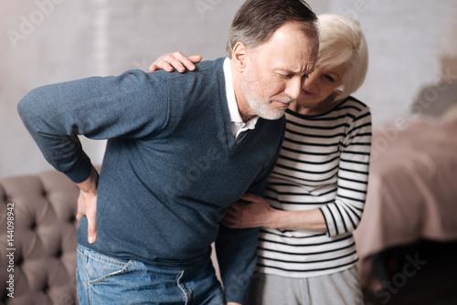 Fotografía  Senior man with terrible backache near wife