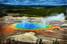 Grand Prismatic Pool At Yellow...