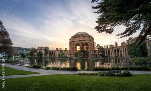 Deurstickers San Francisco Sunset at the Palace of Fine Arts - San Francisco, California, USA
