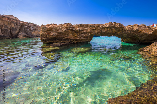 In de dag Oceanië Blue Lagoon, Malta - The arch of the Blue Lagoon on the island of Comino on a bright sunny summer day with blue sky