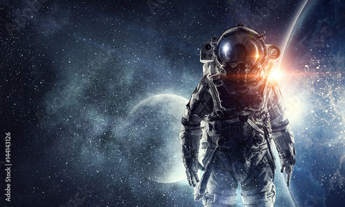 Foto Astronaut in outer space. Mixed media . Mixed media