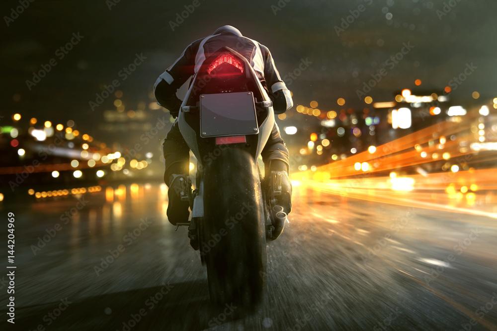 Fototapeta Motorrad fährt abends in der Stadt