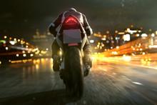 Motorrad Fährt Abends In Der ...