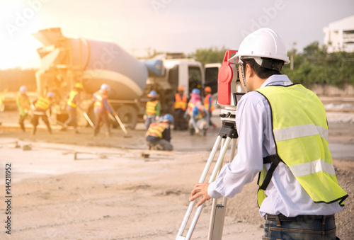 Surveyor engineers using an altometer at Construction Site. Canvas-taulu