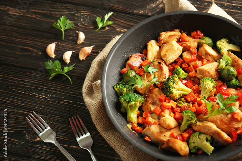 Chicken stir fry with cutlery and spices on table Canvas-taulu