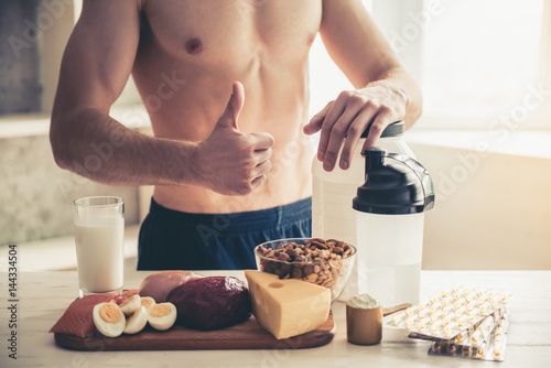 Photo  Man cooking healthy food