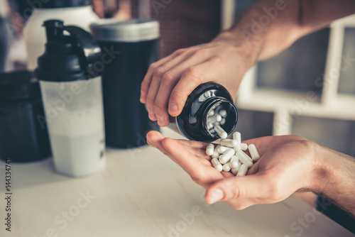 Fotografia  Man with sport nutrition