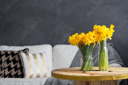 Deurstickers Narcis Daffodils in living room