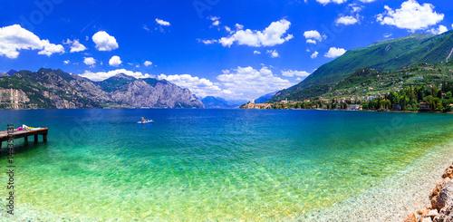 Foto-Leinwand - Beautiful lakes of Italy - scenic Lago di Garda, view of Malcesine town