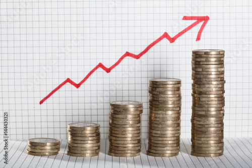 Fotografía  Business Graph With Arrow And Coins Showing Profit