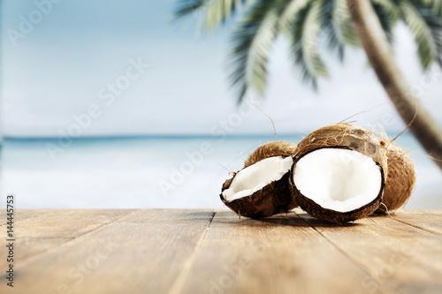Montage in der Fensternische Palms coconuts