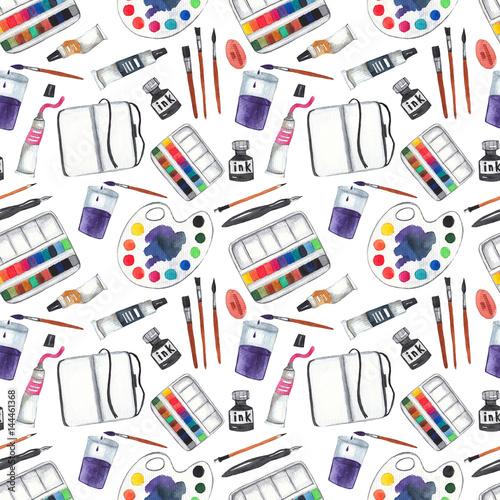 bezszwowy-wzor-z-sztuk-dostawami-na-bialym-odosobnionym-tle-farby-paleta-pedzle-tusz-szkicownik-olowek-i-dlugopis-tle-akwarela