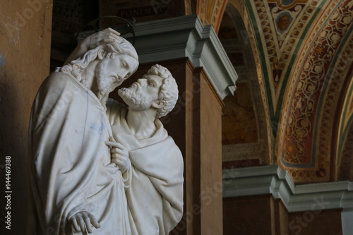 Valokuvatapetti Statue depicting the 'Judas' kiss' scene from the Bible inside the Lateran Palace in Rome