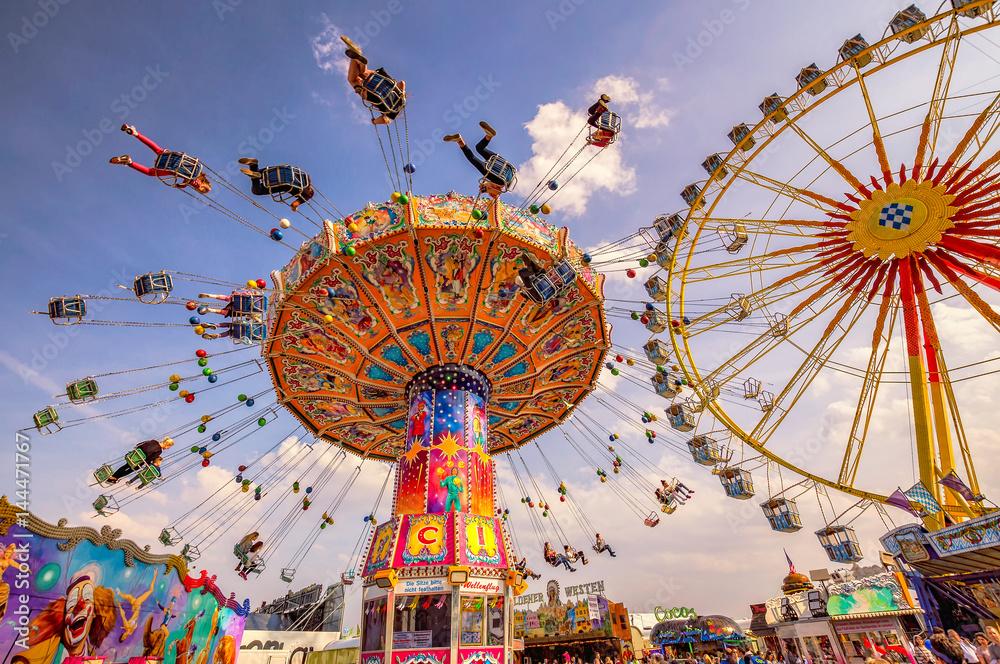 Fototapety, obrazy: Spaß im Karussell