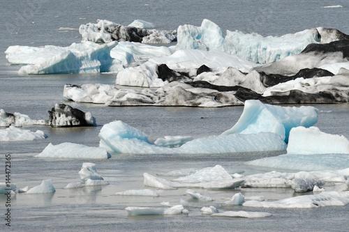 Poster Glaciers Icebergs floating in Jokulsarlon glacier lake, Iceland