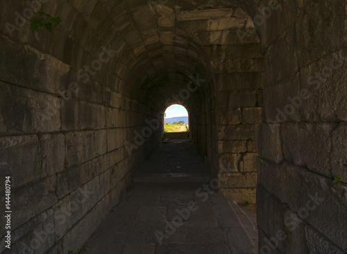 Fototapeten Schmale Gasse miletos ancient city