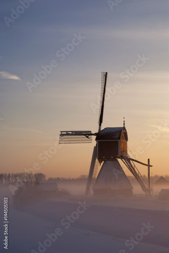 Fototapeta Wingerdse mill in wintermood obraz na płótnie