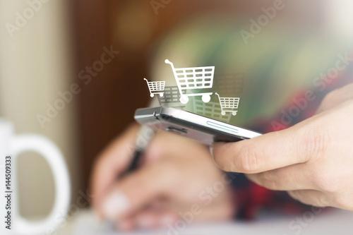 Fotografía  mano, telefonino, carrello, vendere, comprare
