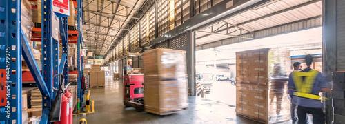 Cuadros en Lienzo  物流倉庫での搬出作業イメージ