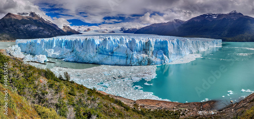 Photo sur Toile Glaciers Perito Moreno Glacier at Los Glaciares National Park N.P. (Argentina) - HDR panorama