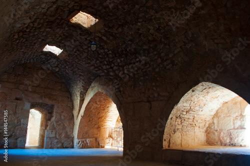 Fotobehang Midden Oosten Giordania, 06/10/2013: gli interni del castello di Ajlun, forte musulmano costruito nel XII secolo nella valle del Giordano e considerato uno dei maggiori esempi di architettura militare araba