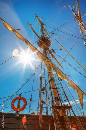 Valokuvatapetti Old sailing ship mast