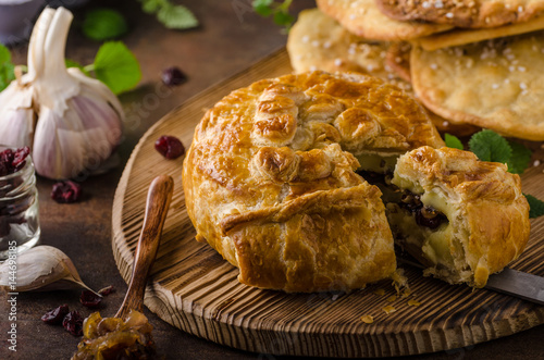Puff pastry stuffed by camembert Canvas-taulu