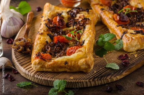 Puff pastry vegetarian pizza © Stepanek Photography