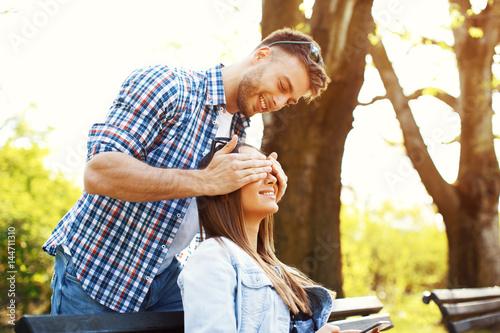 Fotografie, Obraz  Boyfriend surprises her girlfriend in the park
